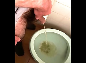pissing,gay,piss,watersport,meo,pisslover,helping-friend-to-piss,gay Pissing