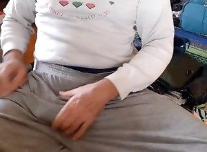 bulge;penis;masturbate;sweats;winter;cock;cold;boner,Daddy;Fetish;Solo Male;Gay;Amateur Winter in Buenos...